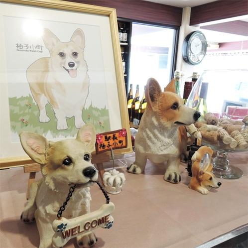 *館内/当館の看板娘駅長「柚子小町」のイラストや置物がかわいい。