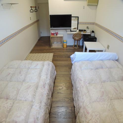 *洋室スタンダードルーム/コンパクトな造りの洋室スタンダードルームはバストイレ付き。