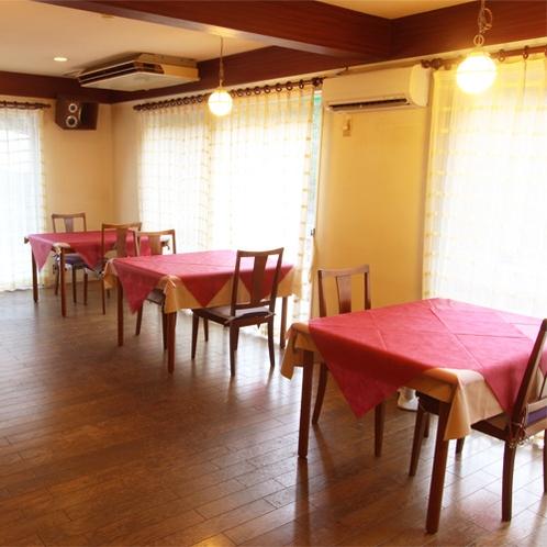 *ダイニングルーム/明るい雰囲気の中、夕朝のお食事をお楽しみください。