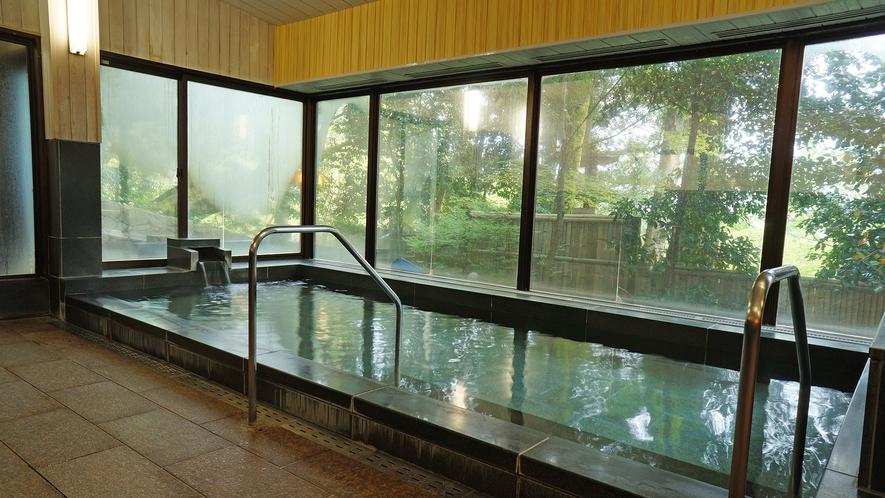 【翠山の湯】外湯の大浴場(男湯) 自家源泉掛け流し