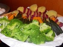 【朝食】旬の味をヘルシーに蒸し野菜で♪