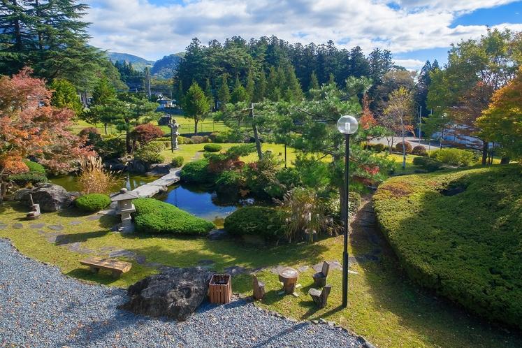 2階廊下からの日本庭園