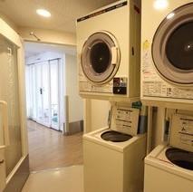 コインランドリー1階フロント横・有料・洗剤は自動投入です