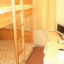 客室<スタンダード/14平米/ベッド幅140㎝の2段ベッド1台>