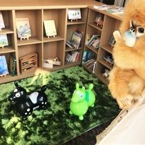 【ライブラリーコーナー】(6階)ではお子様用絵本や木のおもちゃ等お子様グッズが充実!