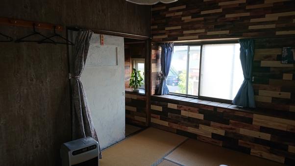 6畳 2階(駐車場無料)