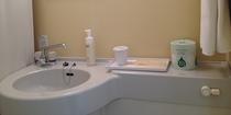 浴室「リンスインシャンプー・ボディソープ・フェイスソープ・タオル・ハブラシ・髭剃り・コー