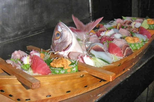 地元、近海で摂れたれたピッチピチのお魚、船盛りプラン♪ 二人につき瓶ビール1本サービス!