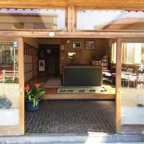 *【外観】JR下野宮駅から徒歩1分!創業80年を超える老舗旅館。