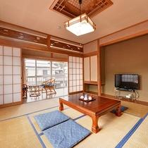 *【部屋一例/和室8畳】畳の上で足を伸ばしてのんびりお過ごしいただけます。