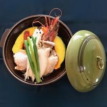 *【海鮮陶板焼き】海老・牡蠣・ホタテなどの海鮮をお野菜やきのこと一緒に蒸し焼きで。