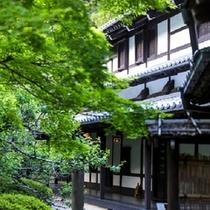 ◆中庭から望む客室棟