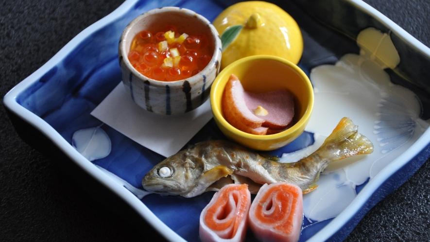 地元の食材を盛り込んだお料理(一例)
