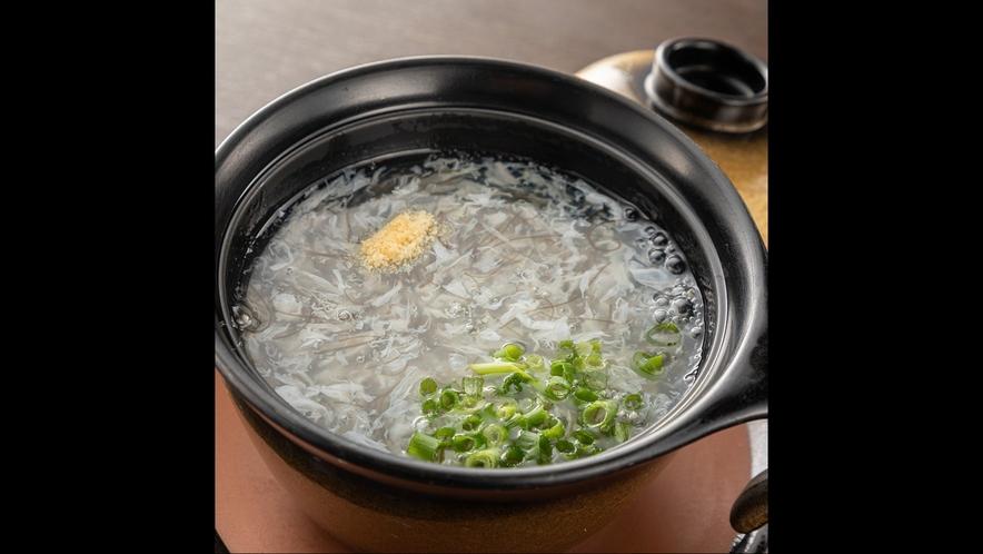 【薬膳懐石料理の一品】鳥のムネ肉のスープ