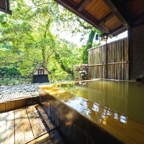 宇連川を望む露天風呂
