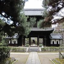 徒歩5分圏内の観光スポット‐ 建仁寺