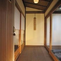 室内備品の数々‐縁側の竹の工芸品‐