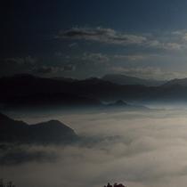 <雲海>雲海の見頃は秋の早朝といわれています。
