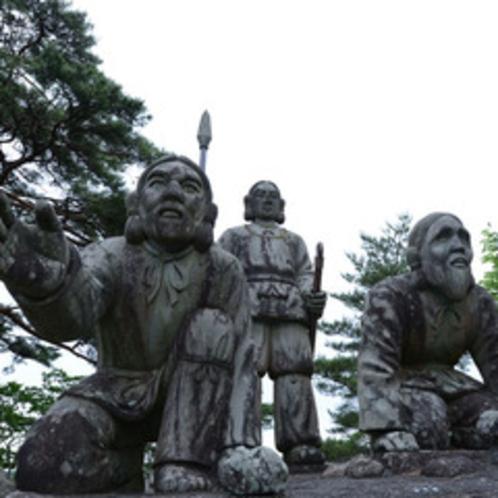 <雲海(国見ケ丘)>(当館より車で8分)ニニギノミコト像が高千穂の町を見守っています。