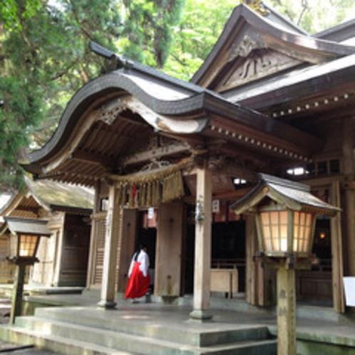 *<高千穂神社>(当ホテルより車で約5分/徒歩約15分)神楽殿があり神楽が奉納されます。