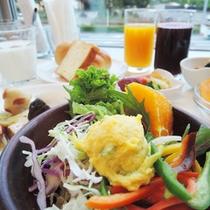 *【朝食バイキング一例】グレイトフル農園で採れた有機野菜!新鮮だからサラダで美味しい!