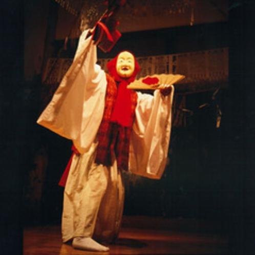 <高千穂の夜神楽>優美な舞、幻想的な空気が漂う。