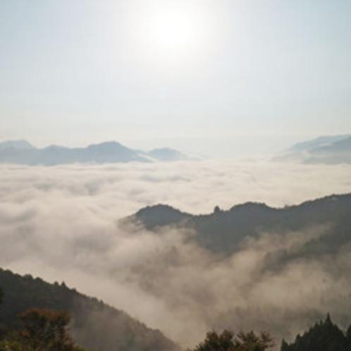 <雲海>天候に恵まれたらぜひ見て頂きたい絶景。幻想的な世界が広がります。