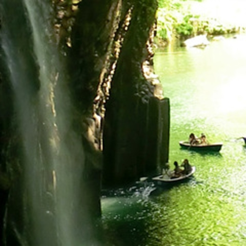 <高千穂峡>神秘の水とも言われる、岸壁を流れ落ちる水しぶき。