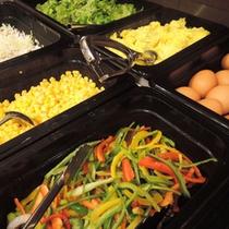 *【朝食バイキング一例】高千穂の自然に育まれた、新鮮な野菜の数々。