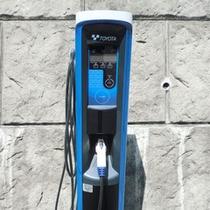 <電気自動車(EV)充電器>200V普通充電スタンド 2基設置。無料でご利用頂けます。