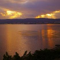<神秘なる諏訪湖> ゆっくりとした時間を過ごす休日