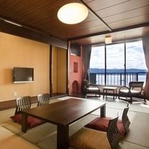 【葵亭◇和室12畳】湖側。諏訪湖をご覧いただける、ゆっくりとした造りのお部屋。