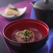 【美湖膳】その時々の旬の食材を使ったお茶づけ。特製の出汁でおたのしみください。