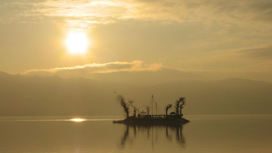 <神秘なる諏訪湖>ゆっくりとした時間を過ごす休日。