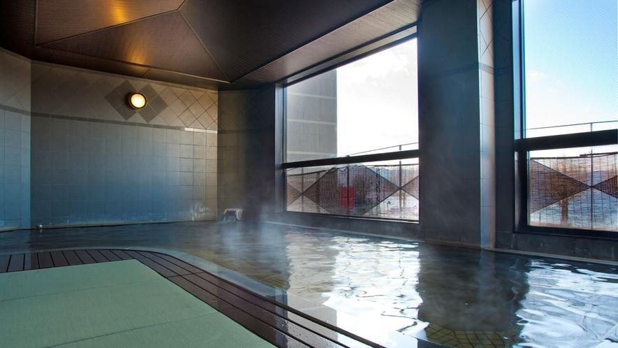 【癒しの畳風呂】防菌防カビ効果もある畳風呂は、滑りにくく怪我をしにくいので安心。