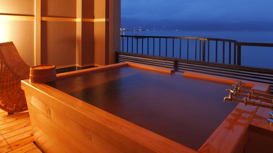 【プレジデンシャルスイート◇美湖の雫】客室露天風呂。諏訪湖と清らかな源泉に癒される極上の時間。