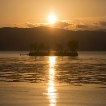 神秘なる諏訪湖