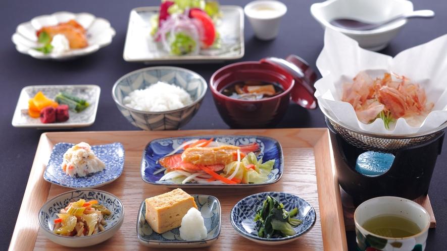 【朝食】個室にて、しんゆの和食膳をお召し上がりください。