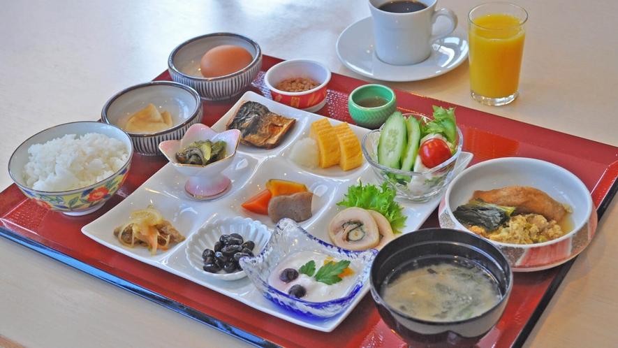 【朝食】和定食またはバイキングにてご提供いたします。