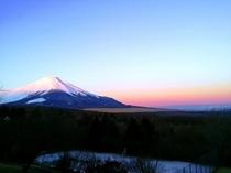 朝日に照らされた 紅富士