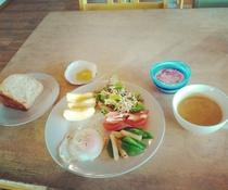朝食例(天然酵母使用の水母トースト)