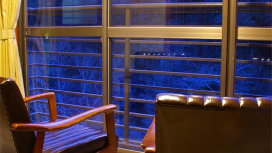 【お部屋(辺)】夜は清滝川のせせらぎの音でのんびりとしたひと時を!
