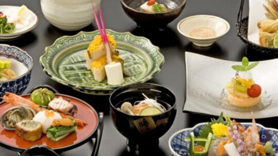 【京会席(一例)】味はもちろん目でも愉しめる繊細な京料理をご堪能下さい。