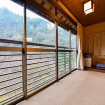 *【お部屋の窓より】高雄山々の四季をお愉しみ頂けます。