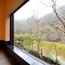 *【お風呂】新緑や紅葉、雪景色が見える貸切家族風呂が当館の自慢です。