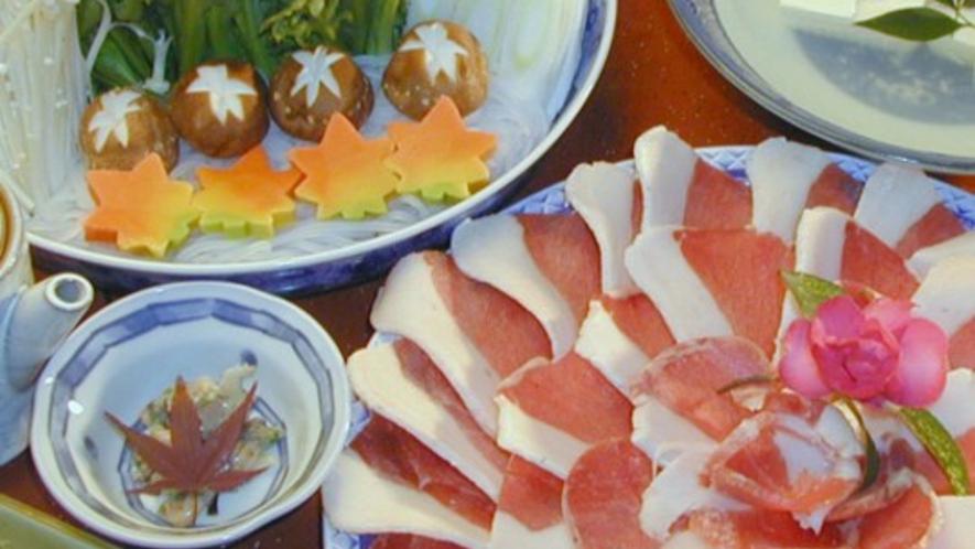 【ぼたん鍋(冬季限定)】地元のぼたん肉を使用したこだわりのぼたん鍋です。寒い冬におすすめ!