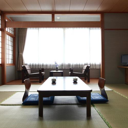 《 和室10畳のお部屋 》