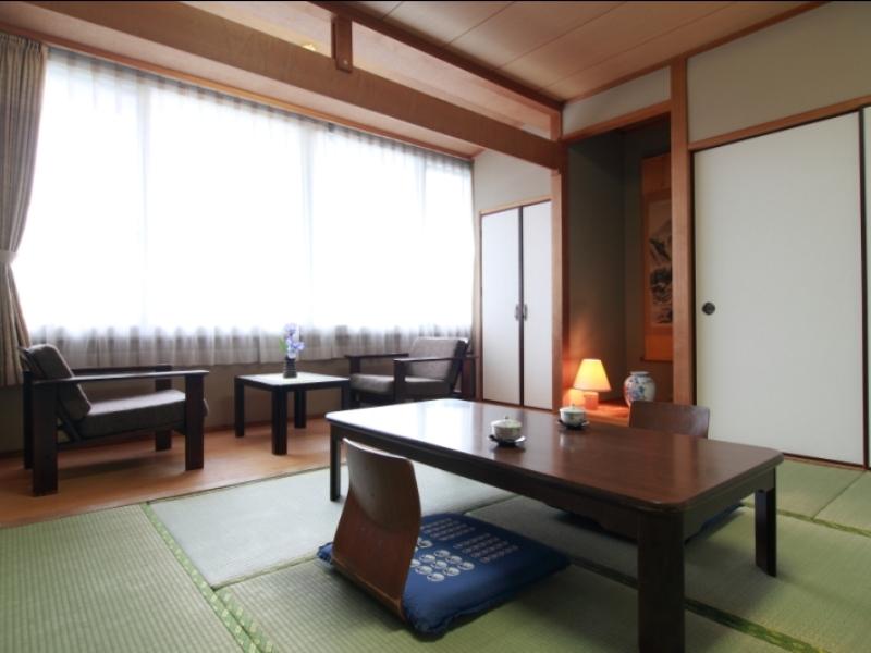 《 スタンダードな和室 8〜10畳のお部屋 》