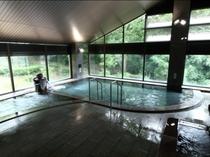 《 天然の湧水を利用した大浴場 》