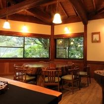 工房ギャラリー【杉の舎】大きなテーブル